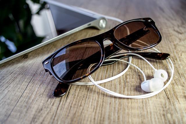 glasses-663099_640